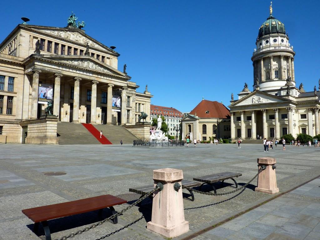 Gendarmenmarkt-Berlin-French cathedral