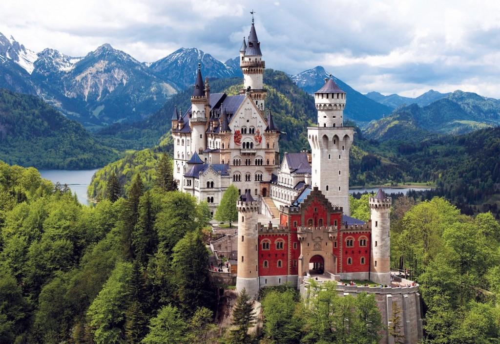Резултат с изображение за баварският замък нойшванщайн